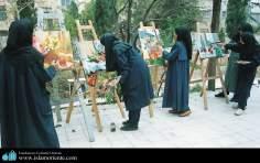 イスラム教の女性の芸術活動(女性による絵画展示会の開催)