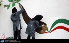 Mulheres muçulmanas e o um desenho com as cores da bandeira de seu país, Irã