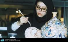 Kunsthandwerk mit Keramik von muslimischen Frauen aus Iran - Die muslimische Frau und die Kunst