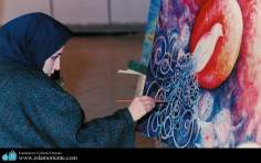 Mulher muçulmana pintando quadro
