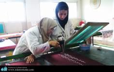 イスラム教の女性の芸術活動(書道)