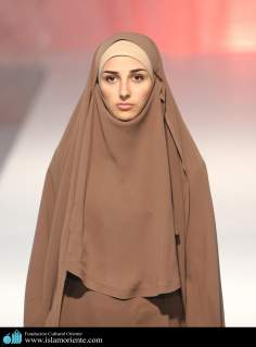 Mujer musulmana y desfile de moda - 4