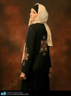 Modelo muçulmana participando de uma sessão de fotos - 3