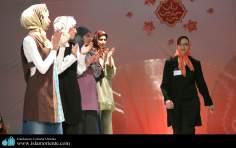 Mujer musulmana y desfile de moda - 1