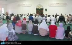 مسلمان خواتین مسجد میں عبادت میں مصروف اور ان کی دینی سرگرمیاں - ۲۱۷