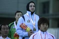 ورزش زنان مسلمان - بانوی ورزشکار مسلمان با مدال طلا