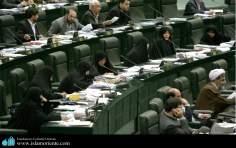 La mujer musulmana en el parlamento Iráni