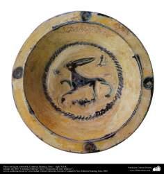 Art islamique - la poterie et la céramique islamiques -le bol de poterie avec le motif d'une bête - Syrie -XIIe siècle -29