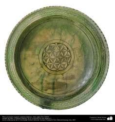 Plato con motivo vegetal- cerámica islámica – siglos XI y XII dC.(17)