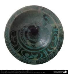 イスラム美術 - イスラム陶器やセラミックス- 幾何学的な形状をモチーフにしたお皿 - シリア - 12,13世紀 -75