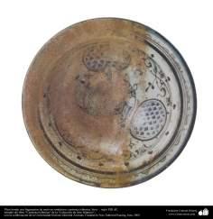 イスラム美術 - イスラム陶器やセラミックス- 対称的な形状をモチーフにしたの陶器ボウル -  13世紀 -59