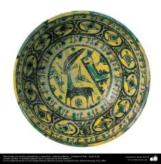 Cerâmica islâmica - Prato com temas geométricos e zoomórficos, Nishapur, Irã. Século X d.C