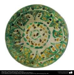 イスラム美術 - イスラム陶器やセラミックス - 花や植物のモチーフをしたボウルの内部 - 10世紀)-33