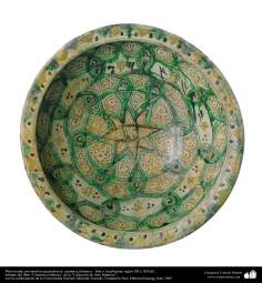 Plato hondo con motivos geométricos- cerámica islámica – Irán o Azerbaiyán, siglos XII y XIII dC.