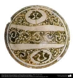 Plato hondo con motivos geométricos– cerámica islámica- Irán, Kashan – finales del siglo XII dC.