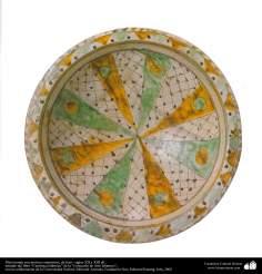 Art islamique - la poterie et la céramique islamiques - Plaque de poterie avec des motifs symétriques -Iran - XIII et XII  AD.