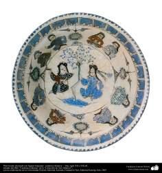 Plato hondo decorado con figuras humanas– cerámica islámica –  Irán, siglo XII o XIII dC.