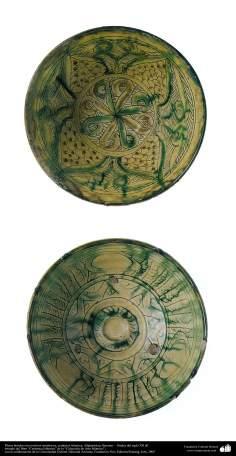 Platos hondos con motivos simétricos; cerámica islámica, Afghanistan, Bamian –  finales del siglo XII dC. (22)