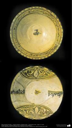 Исламское искусство - Черепица и исламская керамика - Керамическая тарелка с каллиграфией (куфический стиль) - Мавераннахр , Иран - В X и XI вв