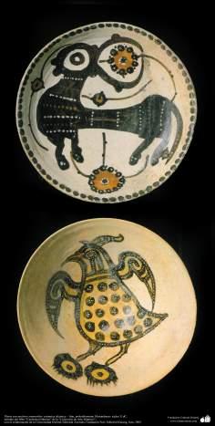Schüssel mit zoomorphischen Details und Kalligraphie - Islamische Keramik von Iran, Manzandaran / 10. und 11. Jahrhundert n.Chr. - Islamische Kunst - Islamische Potterie - Islamische Keramik