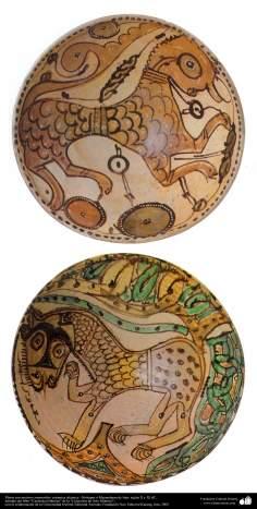 Art islamique - la poterie et la céramique islamique - Plaque de poterie شvec des motifs similaires à guépard de Mazandarn- Outils de chasse- Neyshabur - Xe et XIe siècles AD