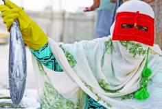 Travail de la femme musulmane - Pêcherie de la femme musulmane dans le sud de l'Iran