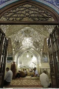 イスラム建築(ラザヴィー・ホラーサーン州のマシュハド市におけるイマム・レザ聖廟のDaralo ezzatポルティコの眺め)-63