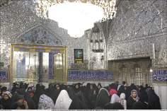 Attività religiosa delle donne musulmane-La presenza delle donne musulmane nella corte(Sehn) ricoperta di specchi nel santuario di Imam Reza(P),Mashhad,Iran-68