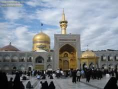اسلامی معماری - امام رضا (ع) کے روضہ کا گنبد اور صحن کا ایک منظر شہر مشہد میں , ایران -  ۷