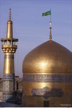 Goldener Kuppel des heiligen Schreins Imam Reza's, in der Stadt Maschhad - Iran - Foto