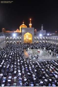 Realização da oração coletiva no Santuário do Imam Reda(AS), Mashad, Irã