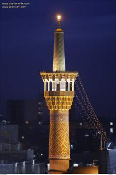Santuario del Imam Reda (P) /Vista Nocturna de uno de los minaretes de la Gran Mezquita - 40