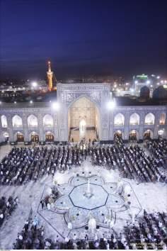 Oração coletiva no Santuário de Imam Reda (AS), Mashad, Irã