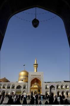 Architecture islamique, une vue de la coupole et de la grande cour du sanctuaire de l'Imam Reda (a.s) dans la ville Mashad- 16