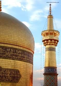 Cúpula e minarete do Santuário do Imam Rida (AS) em Mashad - Irã