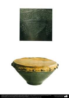 Gli antichi attrezzi bellici e decorativi-Tamburo di guerra con motivi calligrafici-XV secolo d.C