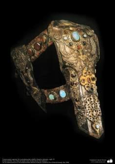 Gli antichi attrezzi bellici e decorativi-La sella ornata con gioielli e motivi in rilievo-Impero ottomano-XVIII secolo d.C