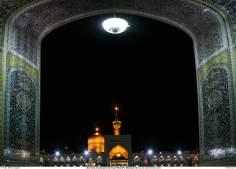 Uma vista da cúpula e ninerete do Santuário do Ima Rida (AS) em Mashad, Irã