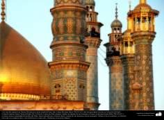 Arquitetura islâmica, detalhes dos minaretes e parte da cúpula do Santuário de Fátima Ma'suma, Qom