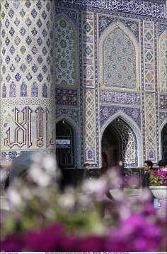 اسلامی معماری - امام رضا (ع) کے مزار کے صحن کا ایک منظر شہر مشہد میں, ایران - ۲۴