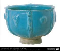 Vasija azul con detalles florales- cerámica islámica –  Irán- siglo XII dC.