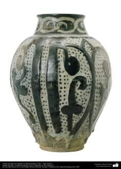 Art islamique - la poterie et la céramique islamiques -Pot de poterie avec des motifs - Syrie -XIIIe siècle -24