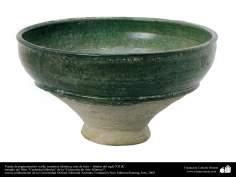 Vasija de pigmentación verde; cerámica islámica, este de Irán –  finales del siglo XII dC.(17)