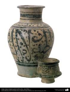 Art islamique - la poterie et la céramique islamiques - le bol  et la verre de poterie antiques avec des motifs calligraphiquesSyrie - XIIIe siècle-31