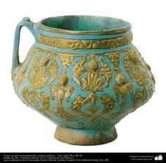 Vasija con motivos antropomorfos- cerámica islámica –  Irán- siglos XII y XIII dC.