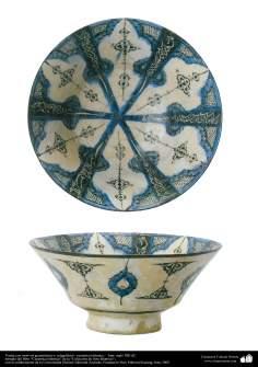 Cerâmica islâmica - Tigela com temas geométricos e caligráficos, Irã século XIII d.C