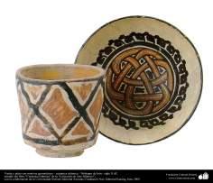هنر اسلامی - سفال وسرامیک اسلامی - گلدان و بشقاب نقش بسته شده با اشکال هندسی - نیشابور، ایران - قرن دهم میلادی