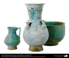 Art islamique - la poterie et la céramique islamiques-les bols,les pots et les cruches verts et bleus-Iran-XIIe siècle.
