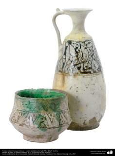 Vasijas con motivos geométricos – cerámica islámica del siglo XI o XII dC.