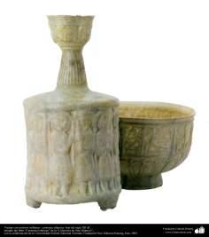 Art islamique - la poterie et la céramique islamiques - la cruche et le bol avec des motifs de troupes militaires-Iran - XIIe siècle.